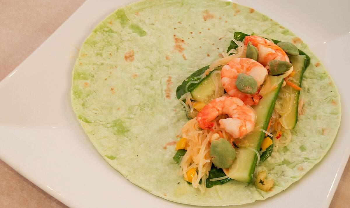 FRITSCH Wrap with glass noodles, vegetables and shrimp