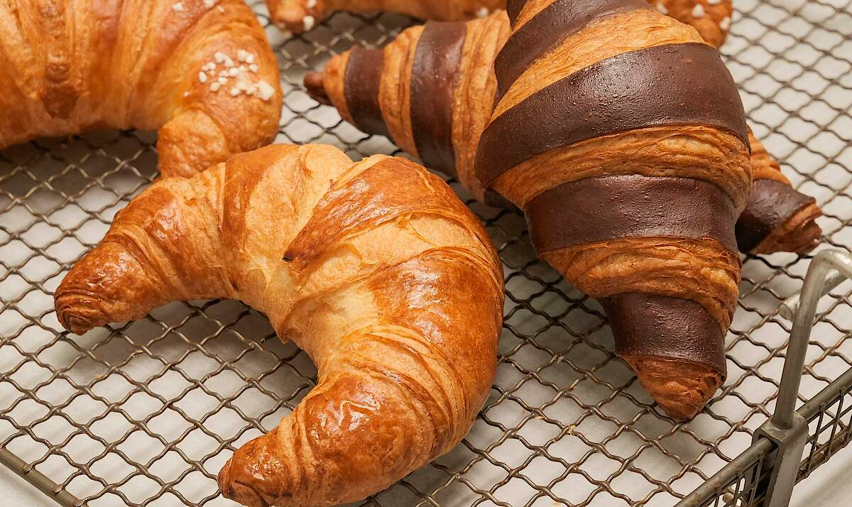FRITSCH Semi-circular & two-coloured croissants
