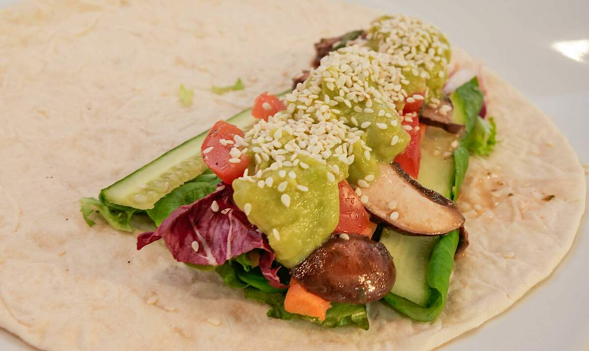 FRITSCH Wrap with guacamole, cucumber and salad